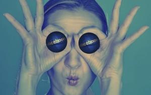 author overwhelmed social media facebook-695108_640