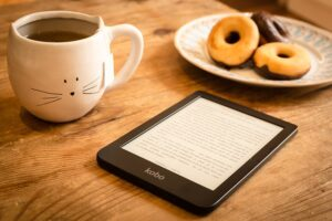 kindle with donut-3723751_640