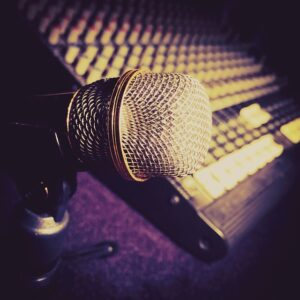 microphone-2045919_640 courtesy pixabay.com