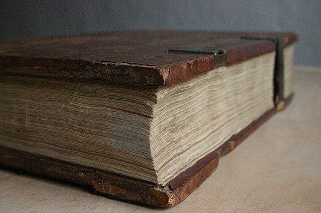 book-1068176_640